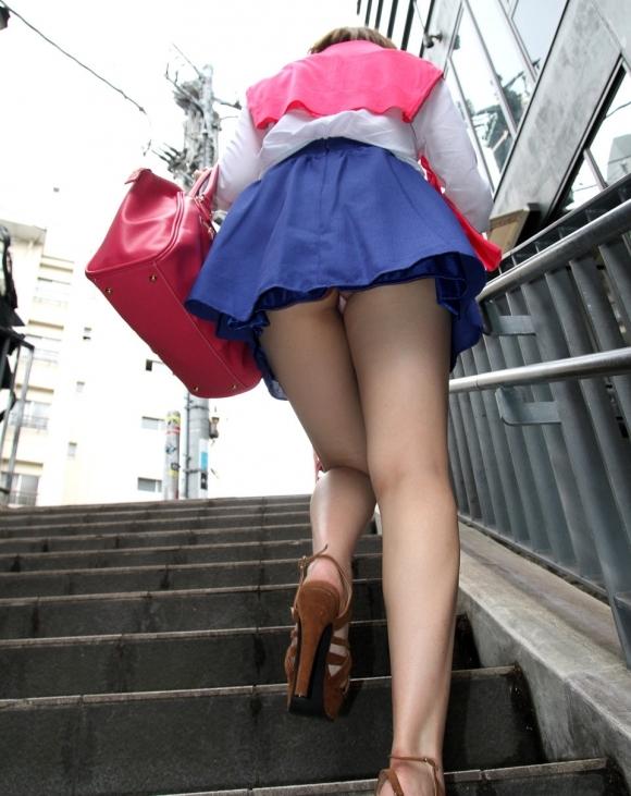 スカート履いてる女の子を狙ったローアングルパンチラのクオリティが凄いwwwwwww【画像30枚】04_2018123014151426a.jpg