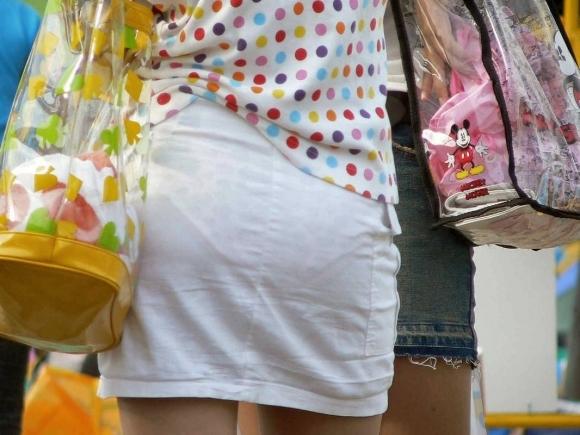 スカートが透けて見えてるパンティってソソるよなぁwwwwwww【画像30枚】04_20190112003400d28.jpg