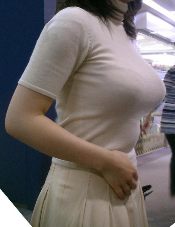 ロケットおっぱいちゃんの着衣巨乳が凄すぎるwwwwwww【画像30枚】04_201905020102408e9.jpg