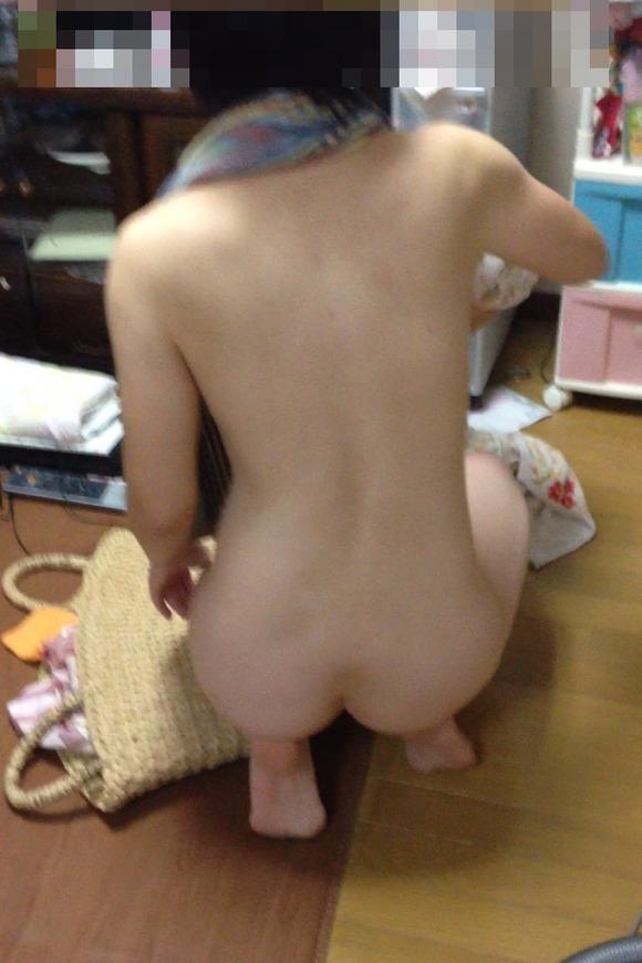 【家庭内盗撮】家の中でくつろいでる女の子を撮影した画像のエロさがぶっ飛んでるwwwwwww【画像30枚】04_20190524012154457.jpg
