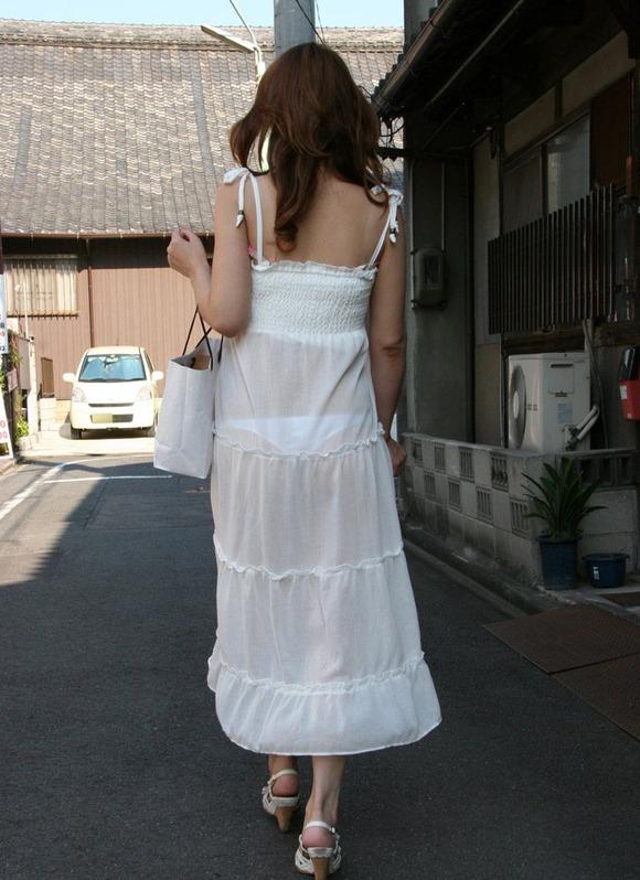 【着衣】暑くなってきてパンツも透けちゃう薄着の女の子が多くなったwwwwwww【画像30枚】04_20190526011646e82.jpg