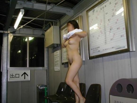 【露出画像】電車の中とかで露出してる女の子の感覚ってヤバくね?wwwwwww【画像30枚】04_20190710014106142.jpg