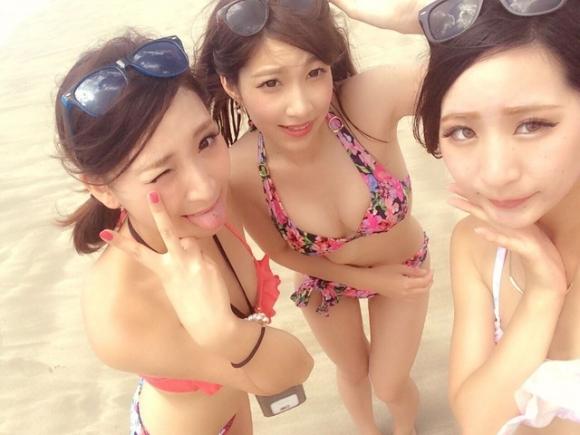 【素人自撮り画像】暑くなってきて素人の水着画像がネット上に蔓延する時期になってきたwwwwwww【画像30枚】04_20190721004023dae.jpg