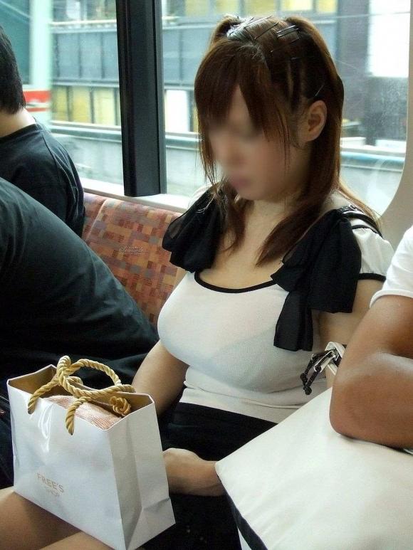 【着衣巨乳】大きすぎてパツンパツンになってるおっぱいwwwwwww【画像30枚】04_201908270111441d5.jpg