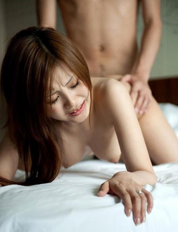 【セックス】後ろから激しく突いて卑猥なカタチをしてるおっぱいがヤバいwwwwwww【画像30枚】04_2019112520150092d.jpg