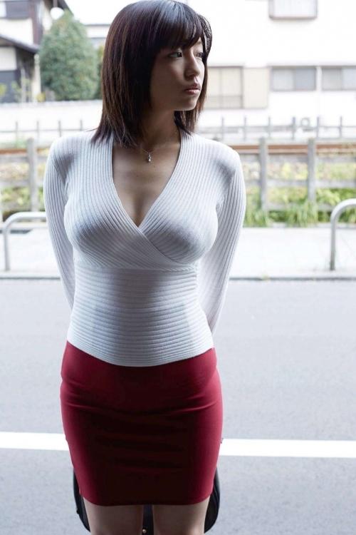 【着衣巨乳】服着てるのにこんなにアピールされたらホントたまらんわwwwwwww【画像30枚】04_20191129001112764.jpg