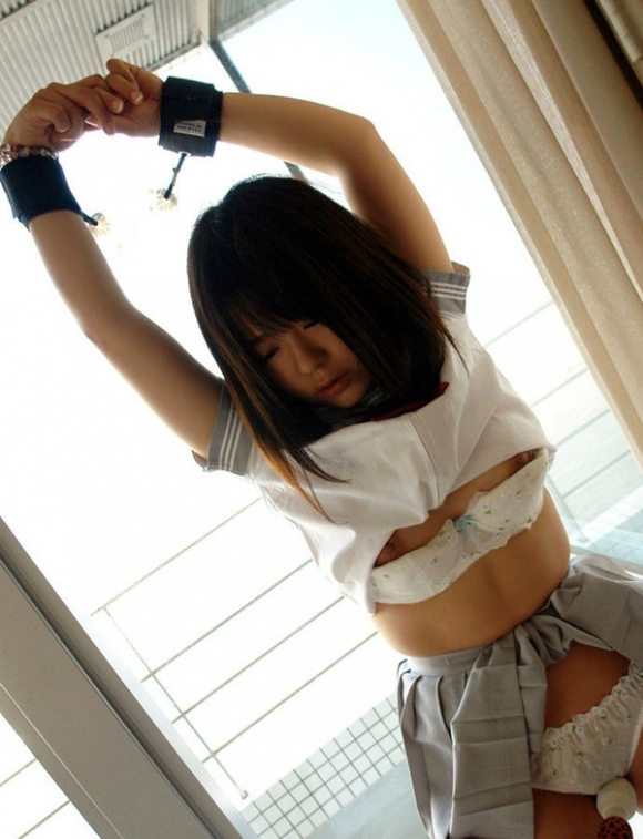 【SM入門】ガッシガシに女の子を縛り上げてエロいイタズラするのって意外と興奮すっぞwwwwwww【画像30枚】04_20200121215931fdb.jpg