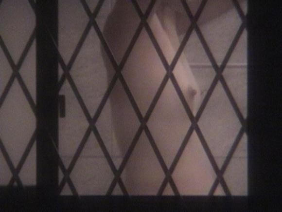 【民家盗撮】普通の家の窓から盗み撮りした女の子の裸がコレwwwwwww【画像30枚】05_20180921222316d24.jpg