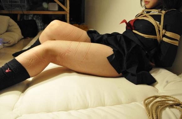 【着衣緊縛】服を着たまま縛られてる女の子が妙にエロく感じるwwwwwww【画像30枚】05_201809292011317b3.jpg