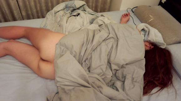 【素人エロ画像】おしりを出して寝ちゃったら写真撮られても文句言えないってwwwwwww【画像30枚】05_20190218193304b82.jpg