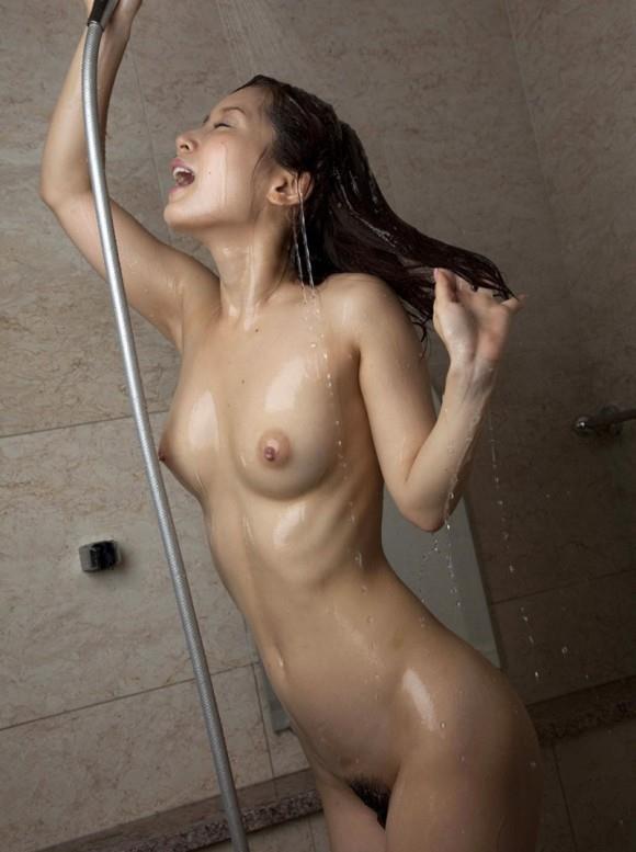 女の子がシャワー浴びてるのってエロすぎてイチャイチャしたくなるwwwwwww【画像30枚】05_20190322014408b79.jpg