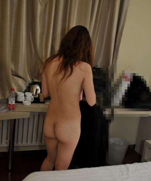 【流出画像】ラブホテルで女の子が脱衣してる姿がエロすぎてセックスしたくてたまらなくなるwwwwwww【画像30枚】05_20190420022918ae6.jpg