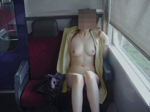 【露出画像】電車の中とかで露出してる女の子の感覚ってヤバくね?wwwwwww【画像30枚】05_20190710014107064.jpg