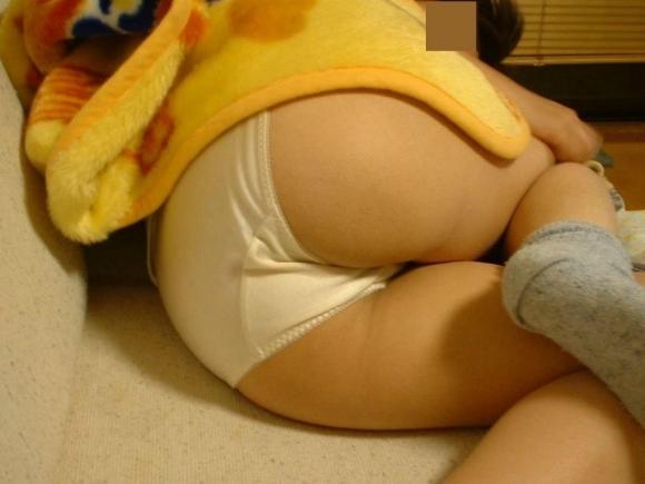 【流出画像】素人女子のエロすぎるパンティ姿を激写!www共有したいからネットにうpするわwwwwwww【画像30枚】05_201909162229585a5.jpg