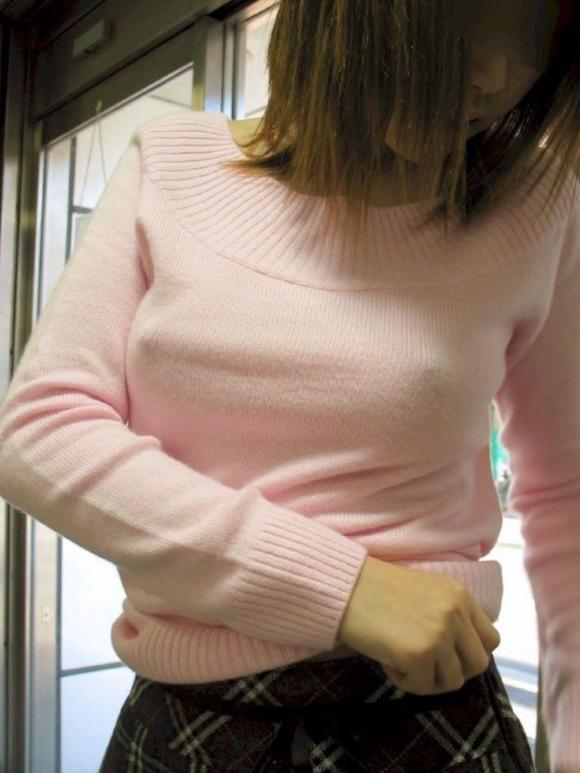 【ノーブラ】ブラジャーなしでいると乳首ポッチしちゃう危険性が高まるwwwwwww【画像30枚】05_201910281237459bd.jpg