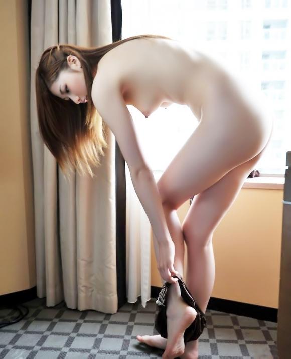 何気なくパンティを脱いでる女の子がくっそエロいwwwwwww【画像30枚】05_20191224194714b58.jpg