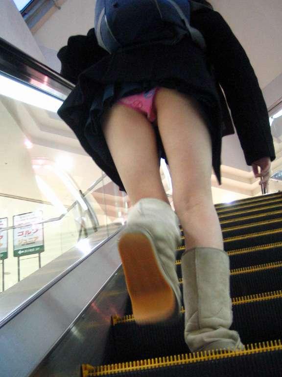 【女子校生】JKのヒラヒラしたスカートを見てるとどうしてもパンティが見たくなっちゃう男の性wwwwwww【画像30枚】05_20200116230247f73.jpg