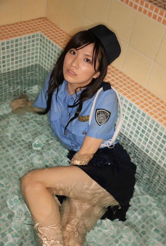 『逮捕しちゃうぞ!』→→→こんなエッチな婦警さんなら捕まっても良いwwwwwww【画像30枚】06_20181005032728e04.jpg