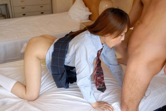 【JKフェラチオ画像】女子校生に自分のチンコ舐めてもらうのが快感すぎるwwwwwww【画像30枚】06_20181010211422bde.jpg