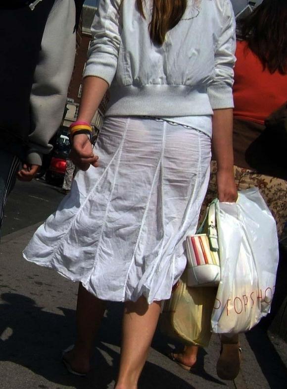 パンツ透けてる状態で外出歩く女の子の神経wwwwwww【画像30枚】06_201810181555293ef.jpg