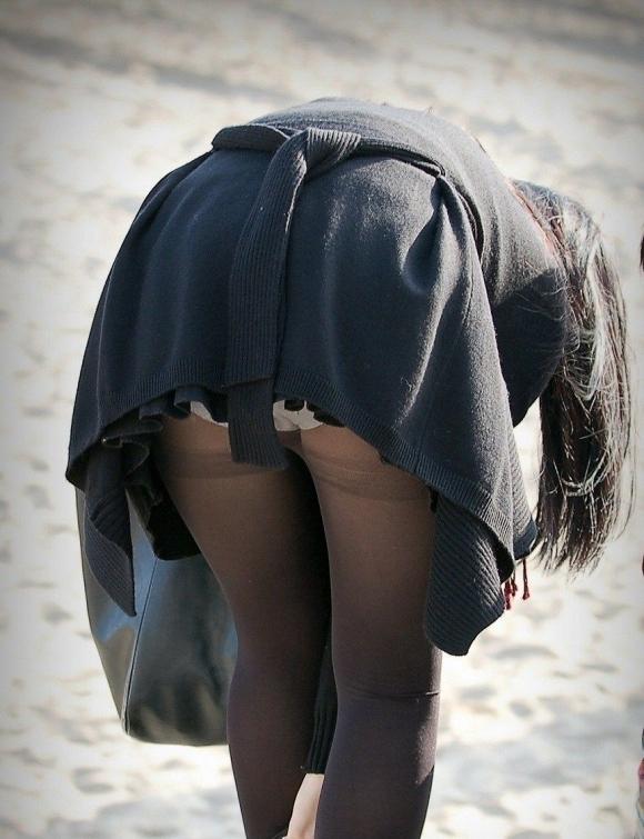パンチラをすぐしちゃうスカートはマジで注意!wwwwwww【画像30枚】06_20181217001938629.jpg