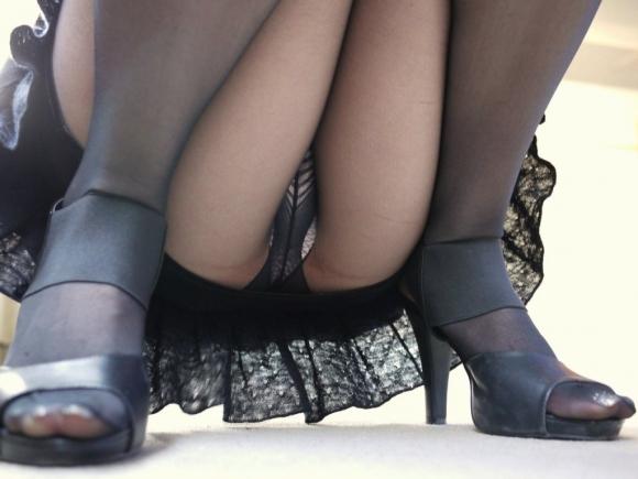 ストッキング履いてる女の子のしゃがみ込みパンチラの破壊力wwwwwww【画像30枚】06_20181226013711ee3.jpg