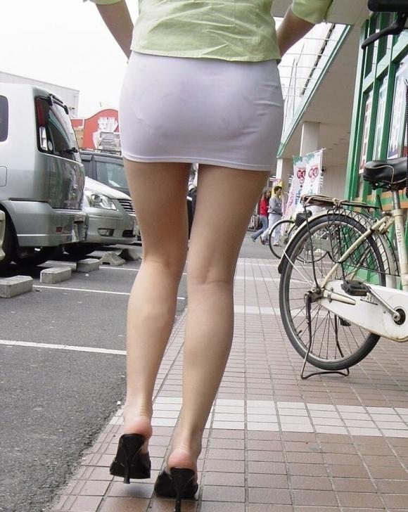 スカートが透けて見えてるパンティってソソるよなぁwwwwwww【画像30枚】06_20190112003404d98.jpg