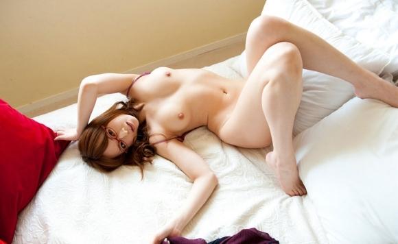 カワイイ女の子がベッドに寝てたら一緒に寝たくなるよなwwwwwww【画像30枚】06_2019022423241103e.jpg