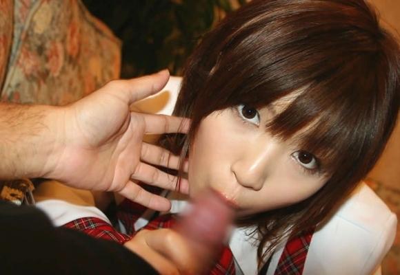 【フェラチオ】エロ偏差値の高い女の子はこうやって目線を配ってチンコを舐めてくるから困るwwwwwww【画像30枚】06_201906101653442c5.jpg