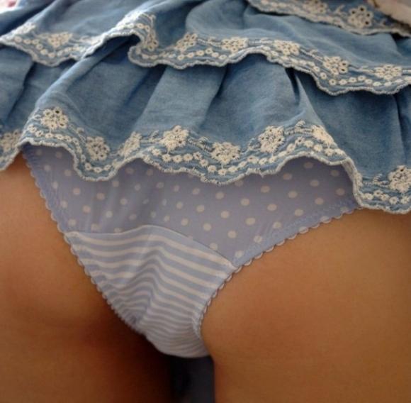 女の子が履いてる水玉のパンツって妙にエロさを感じるんだよなぁぁぁwwwwwww【画像30枚】06_20190616013539e47.jpg
