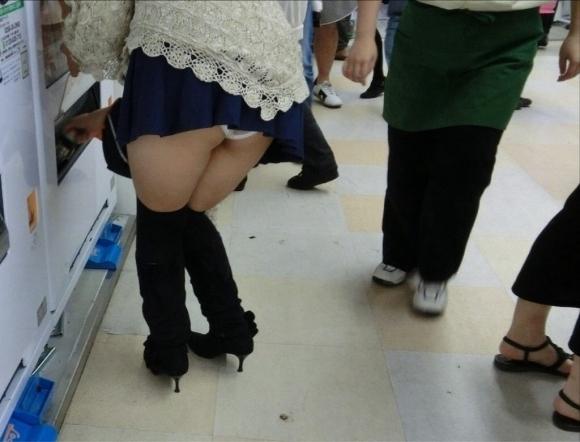短すぎるスカートをなんで履くのか不思議すぎるwwwwwww【画像30枚】06_20190724011636564.jpg