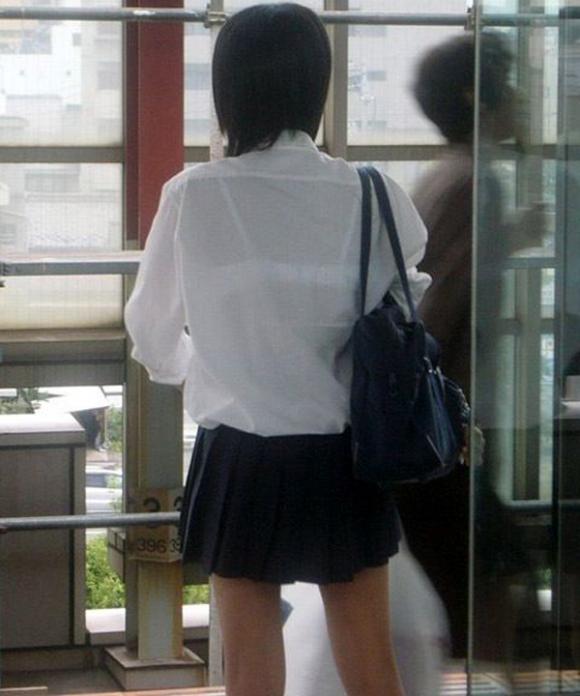 【女子校生】最近くっそ暑いからブラジャー透けてるJKが多くて幸せな気分になるwwwwwww【画像30枚】06_201908090124318cd.jpg