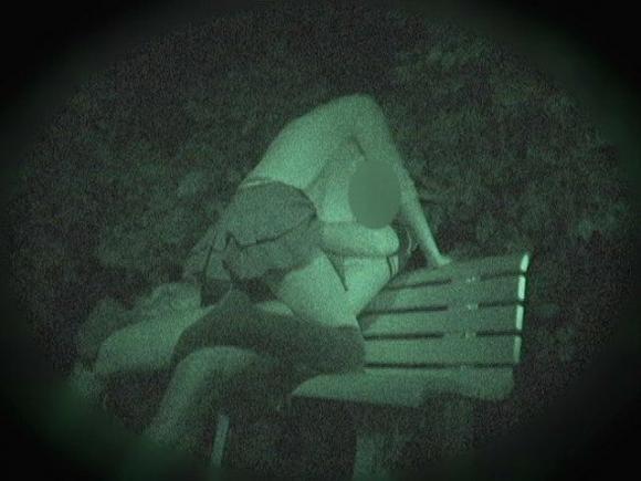 【野外露出】赤外線だから見れるカップルの野外セックスが激しすぎるwwwwwww【画像30枚】06_20191022222052e66.jpg