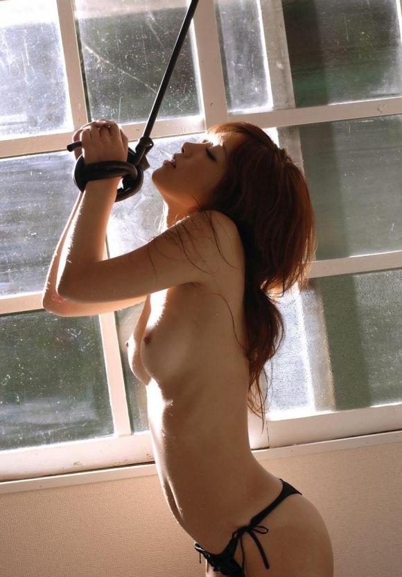 【SM入門】ガッシガシに女の子を縛り上げてエロいイタズラするのって意外と興奮すっぞwwwwwww【画像30枚】06_202001212159358ef.jpg