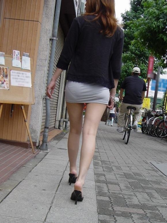 パンツ透けてる状態で外出歩く女の子の神経wwwwwww【画像30枚】07_20181018155530475.jpg