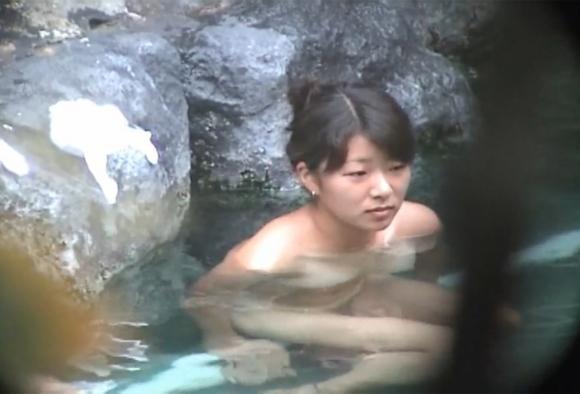 【盗撮画像】露店風呂で盗み撮りした若い女の子のおっぱいがエロすぎるwwwwwwwwwww07_20181114211136c28.jpg