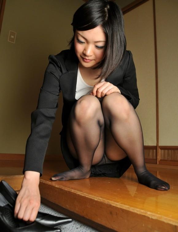 ストッキング履いてる女の子のしゃがみ込みパンチラの破壊力wwwwwww【画像30枚】07_20181226013712648.jpg