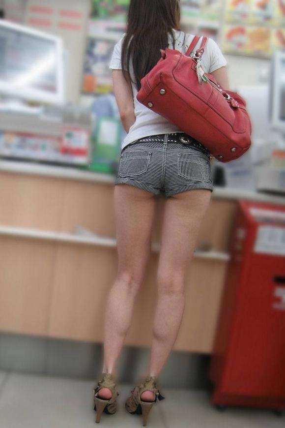 尻肉ハミ出る服で外出しちゃう最近の女の子の感覚ってどうなってるの?wwwwwww【画像30枚】07_20190102110129043.jpg