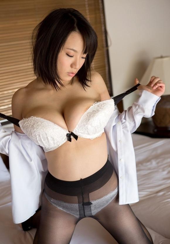 【脱衣中】女の子が服を脱いでるのってめっちゃセクシーだしエロいよなwwwwwww【画像30枚】07_20190207014221d36.jpg