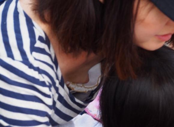 【浮きブラ盗み撮り】おっぱいが小さい女の子は大抵乳首が見えちゃってる件wwwwwww【画像30枚】07_20190419011709f39.jpg