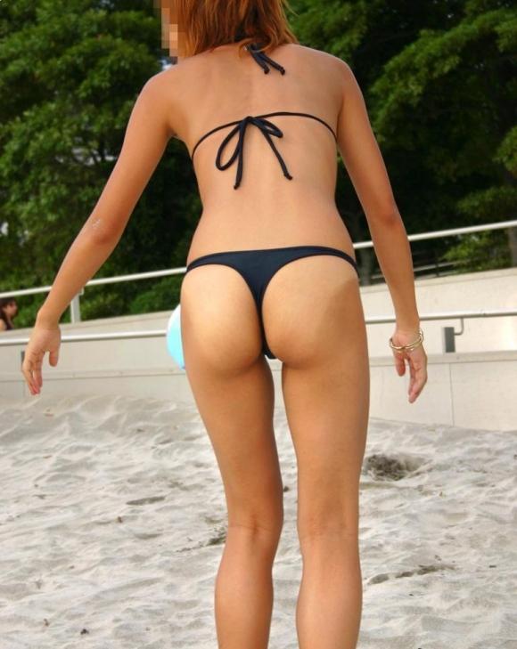 【素人水着画像】真夏のビーチをTバック水着で歩き回る素人を視姦してやりたいwwwwwww【画像30枚】07_201908160156163a8.jpg