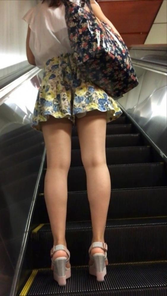 女の子の後ろにポジションとると絶対におしりをガン見してしまうwwwwwww【画像30枚】07_201910052227521f1.jpg