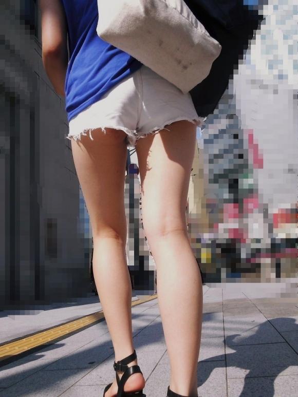 尻肉ハミ出る服で外出しちゃう最近の女の子の感覚ってどうなってるの?wwwwwww【画像30枚】08_201901021101317d8.jpg