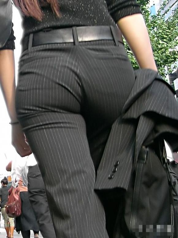 タイトでラインがクッキリなスーツのOLさんのおしりがエロすぎるwwwwwww【画像30枚】08_20190127225719699.jpg