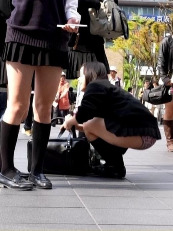短いスカートを履いてパンチラさせにきてる女の子wwwwwww【画像30枚】08_201905020140357fb.jpg