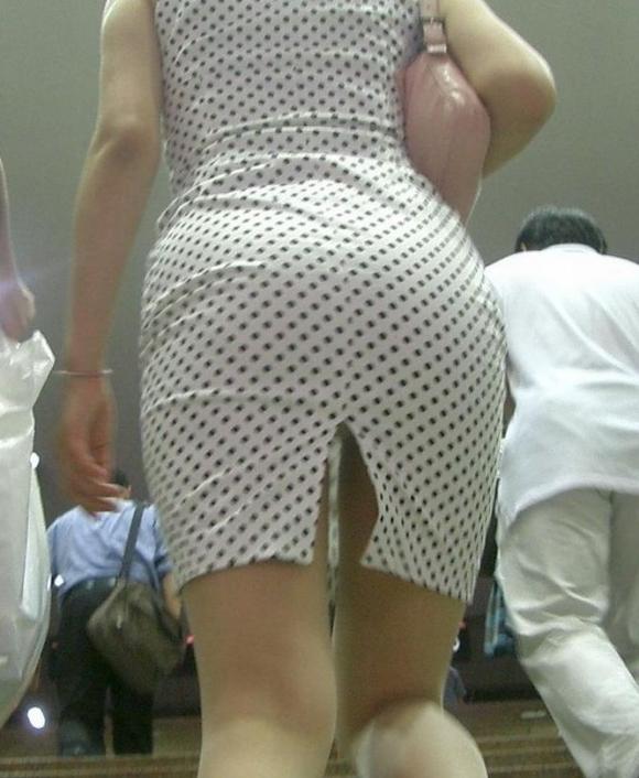 スカートの隙間からエロい脚が見えたら思わず凝視してしまうwwwwwww【画像30枚】08_20190703020612591.jpg