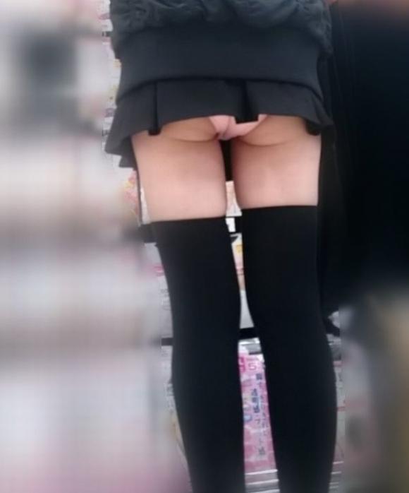 短すぎるスカートをなんで履くのか不思議すぎるwwwwwww【画像30枚】08_20190724011639ed7.jpg
