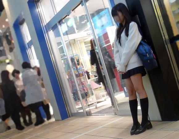 【女子校生】寒くても太もも出してるJKはガン見してほしいってことでOK?wwwwwww【画像30枚】08_20191025221902e2f.jpg