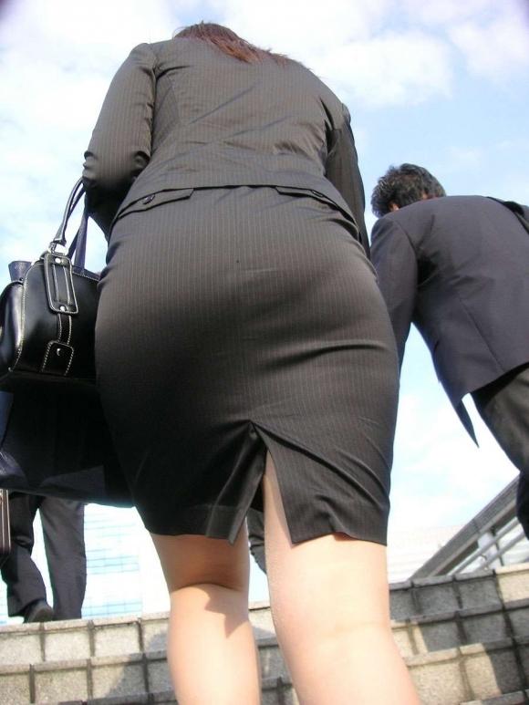 仕事始めでOLのタイトスカートを久しぶりに見れるのが唯一の楽しみwwwwwww【画像30枚】08_20200104220349a31.jpg