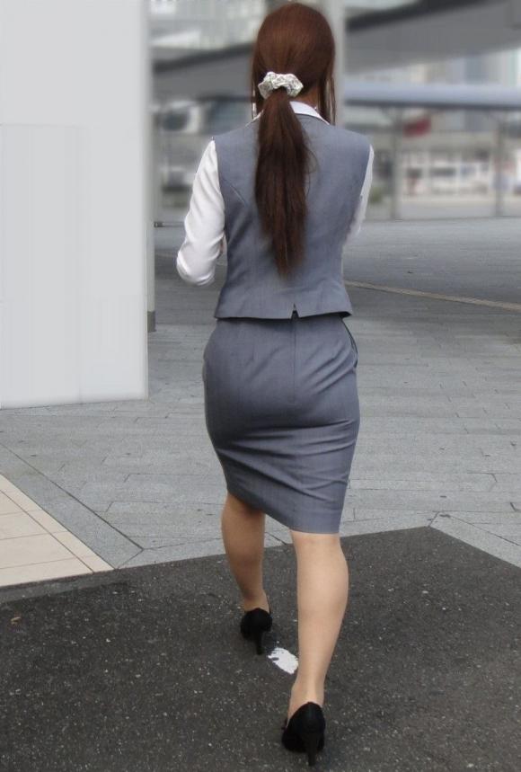 スカート履いてるOLさんがタイトすぎてくっそエロいわwwwwwww【画像30枚】09_201811141330025d6.jpg